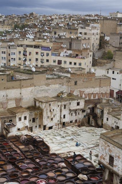 Урбанистический пейзаж в Марокко, можете сами посчитать количество спутниковых антенн