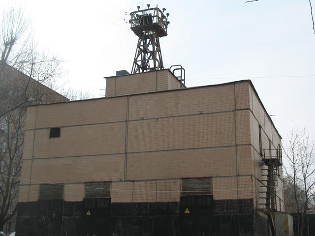 ОУС в виде тоталитарной башни-излучателя на Ломоносовском проспекте. Такими ОУС должна была быть покрыта вся территория СССР, слава Неизвестным Отцам!