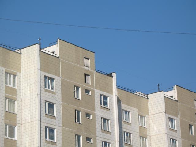 Подъездные стойки РФ на крыше типового дома серии П-46