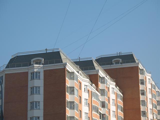 """Стойки РФ на крыше """"элитного"""" высотного дома на Саранской улице"""
