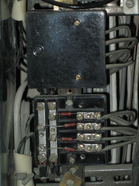 Коробка с токоограничительными