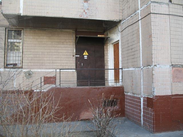 Дверь в помещение ТП на Лермонтовском проспекте